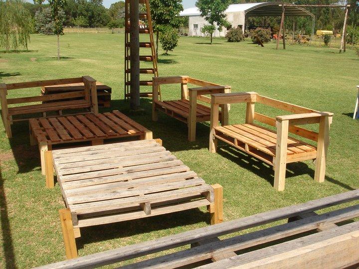 Carpinteria con material reciclado la estaci n arte y acci n comunitaria la estaci n for Juegos de jardin rusticos